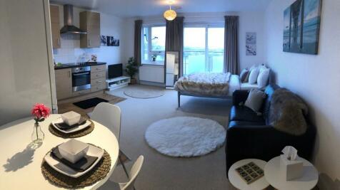 18 Thames House. Studio flat