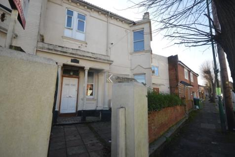 Denzil Avenue, Southampton - Single Or Dual Occupancy - Newly Refurbished - Available Now. Studio flat