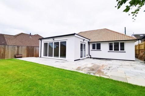 Princes Avenue, Caerphilly. 3 bedroom detached bungalow