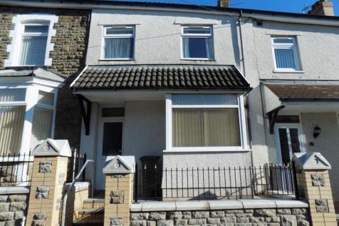 High Street, Caerphilly. 3 bedroom terraced house