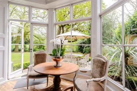 Warley Road, Great Warley, Brentwood, Essex, CM13. 6 bedroom house for sale