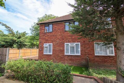 Orchard Close, Denham, Uxbridge. 2 bedroom maisonette