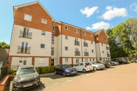 2 Crosby Gardens, Uxbridge. 2 bedroom flat