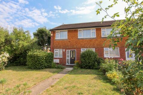 Glebe Avenue, Ickenham, Uxbridge. 2 bedroom maisonette