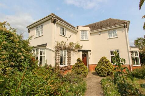 Fairfield Road, Uxbridge. 3 bedroom detached house