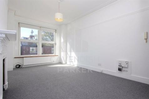 Princes Avenue, Muswell Hill, London. Studio flat