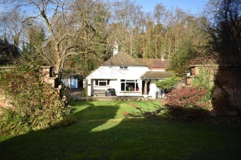 GIVONS GROVE, LEATHERHEAD. 3 bedroom detached bungalow for sale