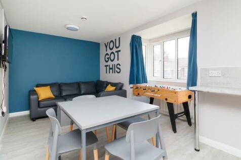 College Court, Canterbury, CT1. 4 bedroom flat