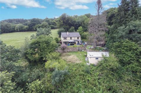 Tranch Road, Tranch, Pontypool. 4 bedroom detached house