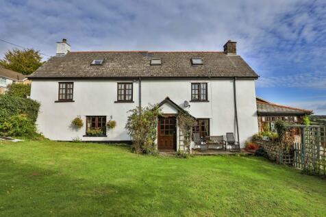 Hand Farm Road, New Inn, Pontypool. 6 bedroom detached house for sale