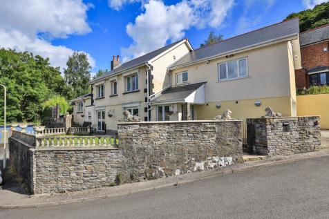Glyntaff Road, Pontypridd. 4 bedroom detached house