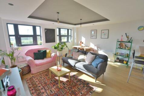 The Metropolitan, 3 Sandbanks Road, Poole, BH15 2FP. 2 bedroom apartment