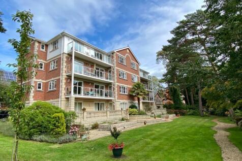 Kingsfield House, 7 Burton Road, Poole, BH13 6DR. 3 bedroom flat