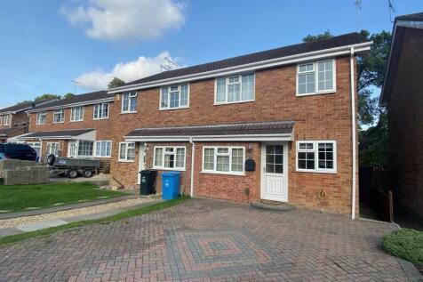 Blackbird Close, Creekmoor, Poole, BH17 7YA. 3 bedroom semi-detached house