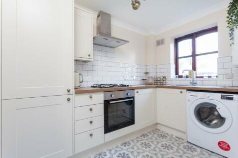 The Croft, Loughton, IG10. 1 bedroom flat