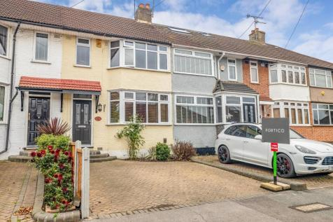 Highfield Road, Woodford Green, IG8. 3 bedroom terraced house