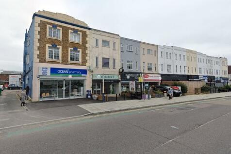 High Road, South Woodford, E18. 4 bedroom flat