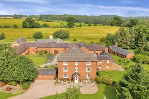 Yarnfield Lane, Stone. Detached house for sale