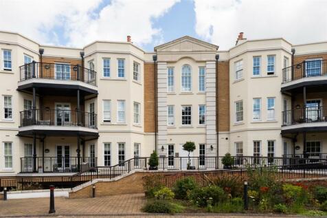 Westerham Road, Keston. 3 bedroom flat for sale