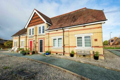 Starts Hill Road, Farnborough. 2 bedroom ground floor flat for sale