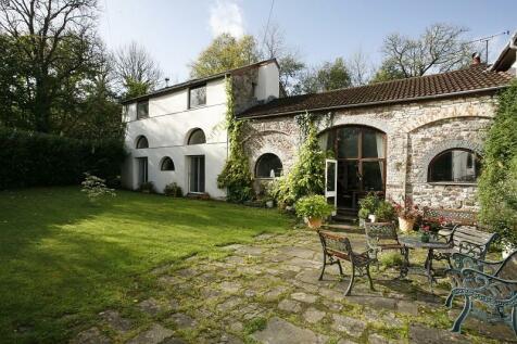 House, Llangadog, Carmarthenshire.. Detached house for sale