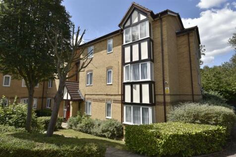 Britton Close, London, SE6. 2 bedroom flat