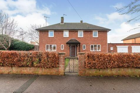 Harcourt Road, Bushey. 4 bedroom detached house for sale