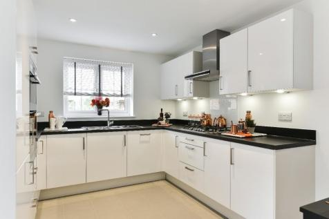 Kings Way,  Burgess Hill,  West Sussex  RH15 0TH. 4 bedroom link detached house for sale