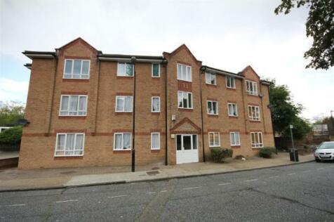 Scott Lidgett Crescent, London, SE16. 1 bedroom ground floor flat