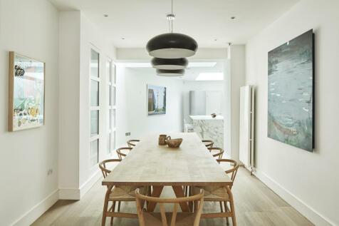 Wilkes Street, London E1. 3 bedroom terraced house