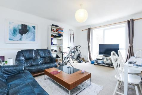 St James Road, SUTTON. 2 bedroom flat