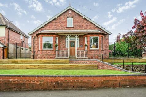 St. James's Road, Dudley, DY1. 5 bedroom detached bungalow