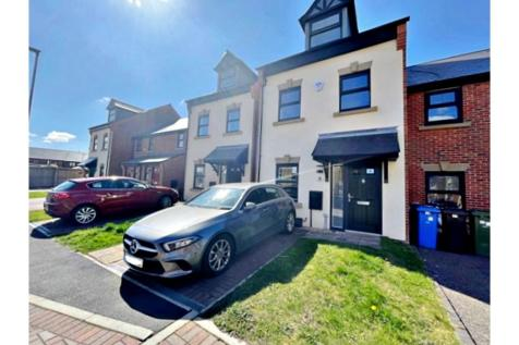 Durham Street, Manchester, M43. 3 bedroom town house for sale