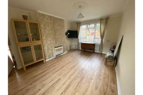 Marden Road, Manchester, M23. 2 bedroom ground maisonette