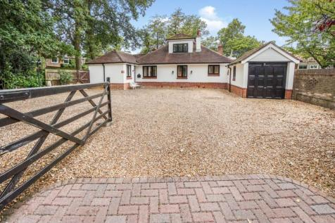 West End Road, Southampton, SO30. 5 bedroom detached bungalow