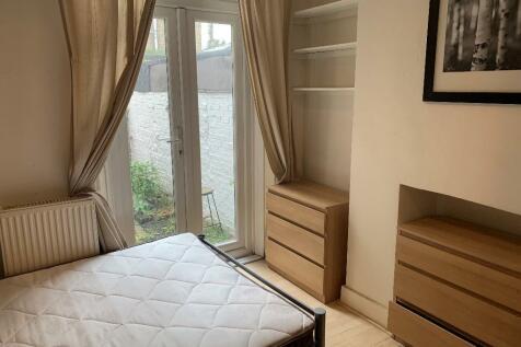 Shenley Road, London, SE5. 1 bedroom flat share