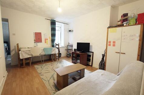 Wyndham Street, Troedyrhiw. 2 bedroom flat