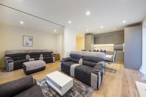 Amphion House, Pavillion Square, Royal Arsenal, SW18. 3 bedroom flat