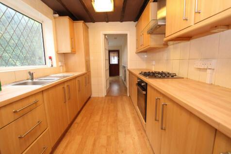Dudley Avenue, Cheshunt, Waltham Cross, EN8 8RN. 4 bedroom end of terrace house
