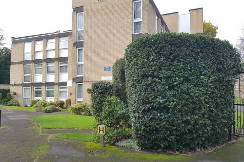Lingfield Close, EN1 - Lovely Two Bedroom Apartment With Newly Refurbished Three Piece Bathroom Suite.. 1 bedroom flat