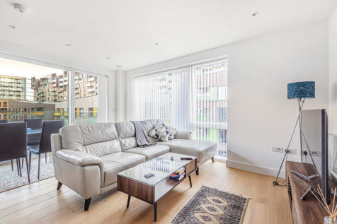 8 Gosling Lodge, Greenwich, London, SE10. 2 bedroom flat for sale