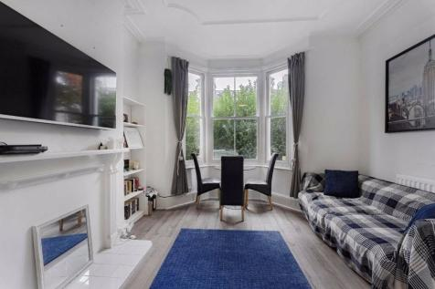 Rudloe Road, Balham. 2 bedroom flat