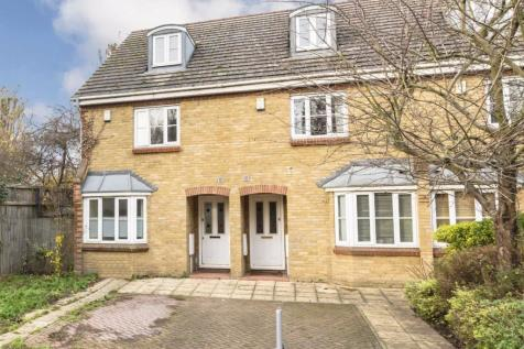 Weybourne Street, Earlsfield. 3 bedroom terraced house