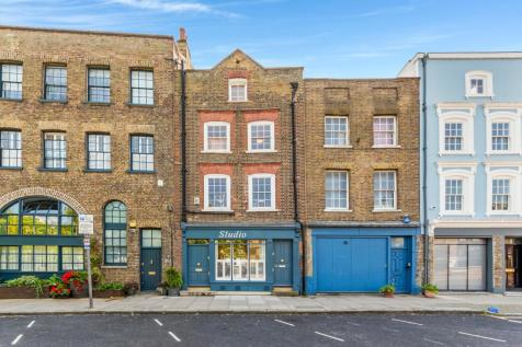 Narrow Street, London, E14. Terraced house for sale