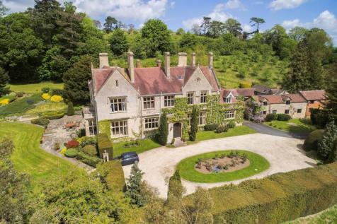 Woolstone, Nr. Cheltenham, Gloucestershire, GL52. 8 bedroom detached house for sale