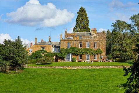 Deddington, Oxfordshire, OX15. 8 bedroom detached house for sale