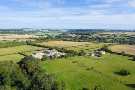 Coln St. Dennis, Cheltenham, Gloucestershire, GL54. 8 bedroom farm house for sale