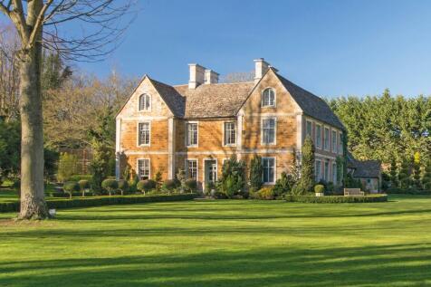 Rushton Hall Grounds, Rushton, Kettering, Northamptonshire, NN14. 8 bedroom detached house