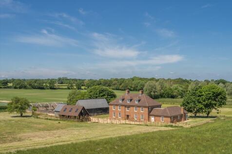Basingstoke Road, Ramsdell, Hampshire, RG26. 6 bedroom detached house