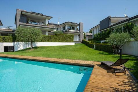 Lombardy, Brescia, Padenghe Sul Garda. 2 bedroom apartment